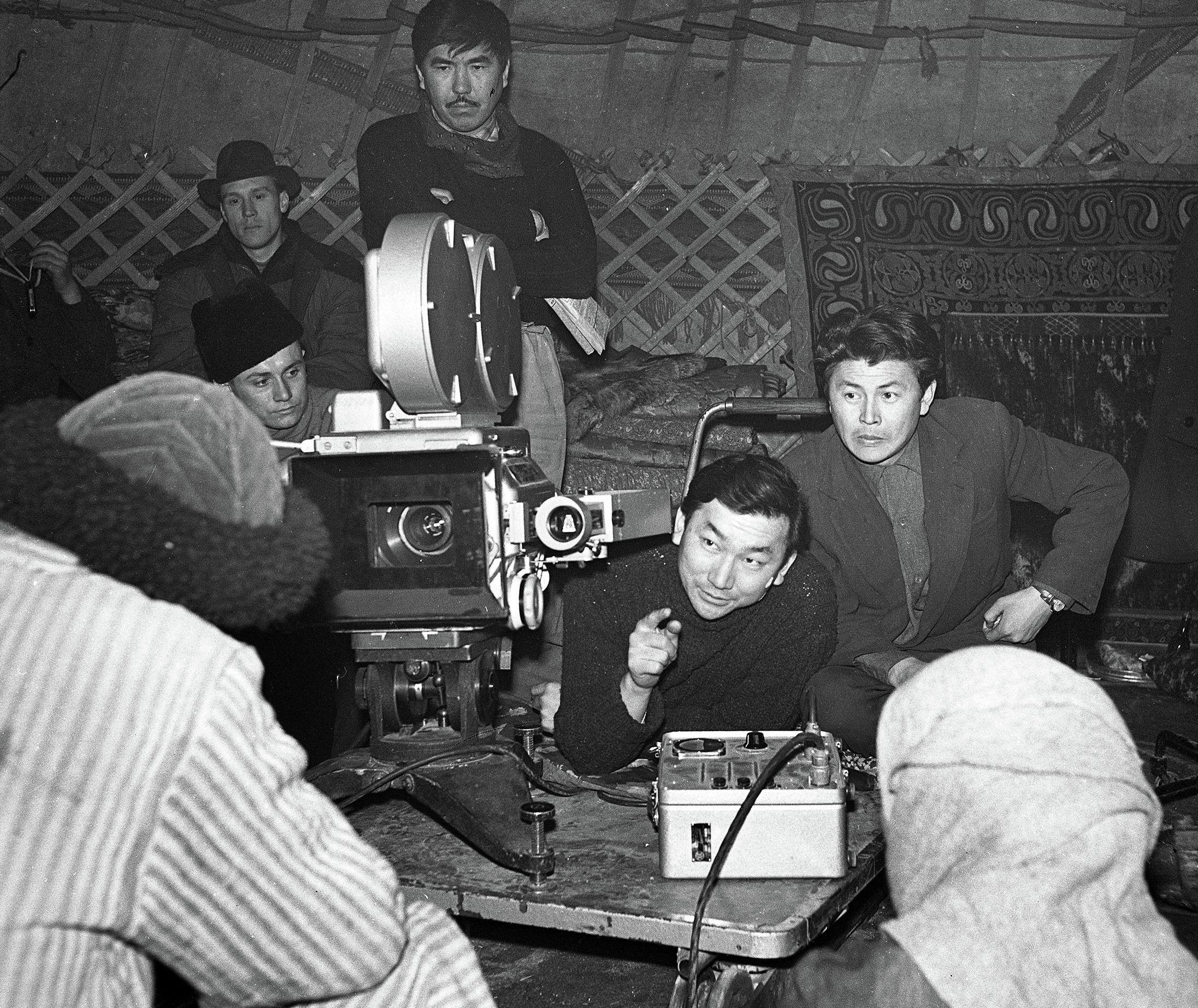 Режиссер, народный артист Кыргызстана Мелис Убукеев на съемках фильма