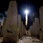 Запуск ракеты-носителя Союз-ФГ с пилотируемым кораблем Союз МС-13 со стартовой площадки космодрома Байконур