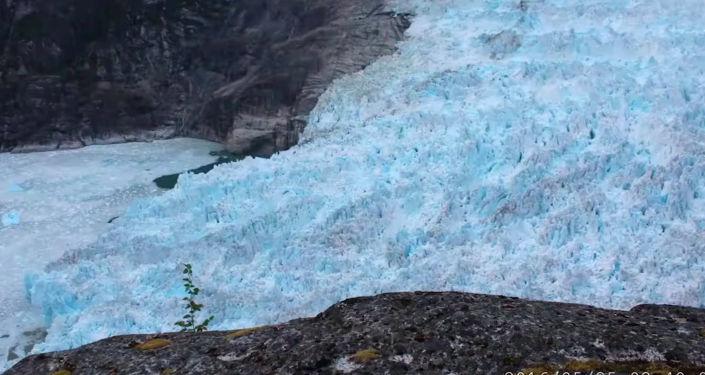 Специалисты из Университета Орегона (США) изучали подводное таяние ледника Леконт на Аляске.