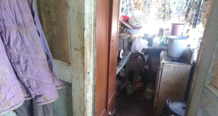 Во время рейда Подросток в селе Таш-Добо сотрудники милиции обнаружили девочку со связанными руками.