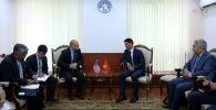 Министр иностранных дел КР Чингиз Айдарбеков и заместитель помощника Госсекретаря США Джонатан Хеник обсудили вопрос по возврату незаконно вывезенных из Кыргызстана активов в Бишкеке