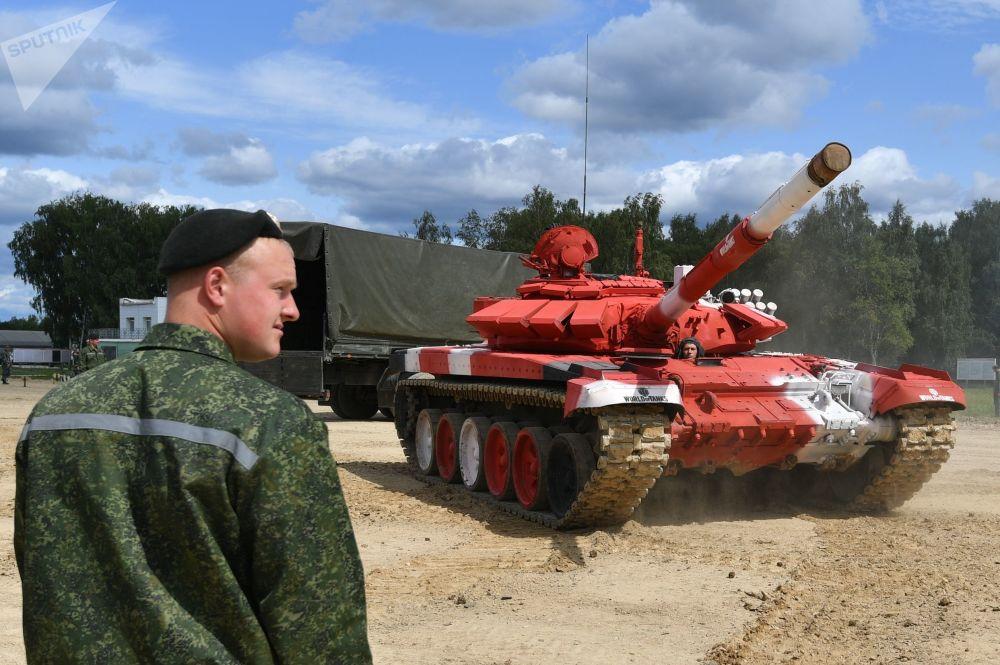 Танк Т-72Б3 команды армии Белоруссии во время подготовки к международным соревнованиям Танковый биатлон-2019 на подмосковном полигоне Алабино.