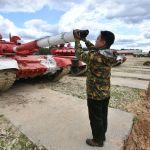 Военнослужащий команды армии Мьянмы во время пристрелки по мишеням перед началом международных соревнований Танковый биатлон-2019 на подмосковном полигоне Алабино.