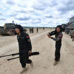 Военнослужащие команды армии Монголии во время подготовки к международным соревнованиям Танковый биатлон-2019 на подмосковном полигоне Алабино.