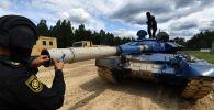 Танк Т-72Б3 команды армии Кыргызстана во время подготовки к международным соревнованиям Танковый биатлон-2019 на подмосковном полигоне Алабино