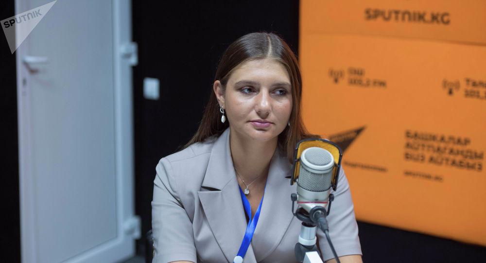 Председатель ассоциации молодежных правительств Российской Федерации Дина Гайзатуллина во время беседы на радио Sputnik Кыргызстан