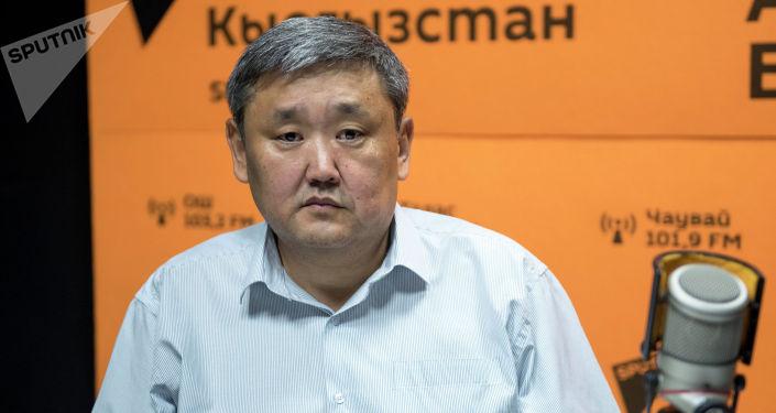 Глава Первомайского района Алибек Биримкулов во время беседы на радио Sputnik Кыргызстан