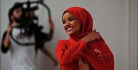 Хиджаб кийген мусулман кыз Халима Аден