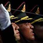 Почетный караул готовится к церемонии приветствия президента Колумбии Дуке Маркеса в Большом народном зале в Пекине (Китай)