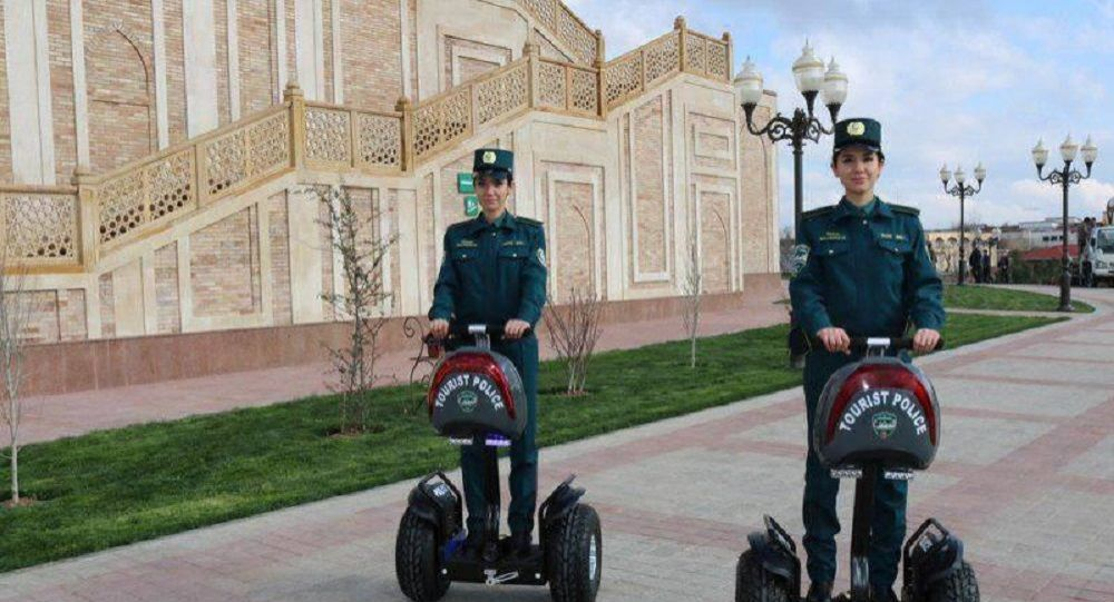 Сотрудницы туристической полиции в Ташкенте