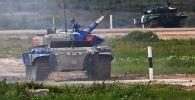 Танк Т-72Б3 команды армии Кыргызстана на дистанции первого этапа на соревнованиях по Танковому биатлону. Архивное фото