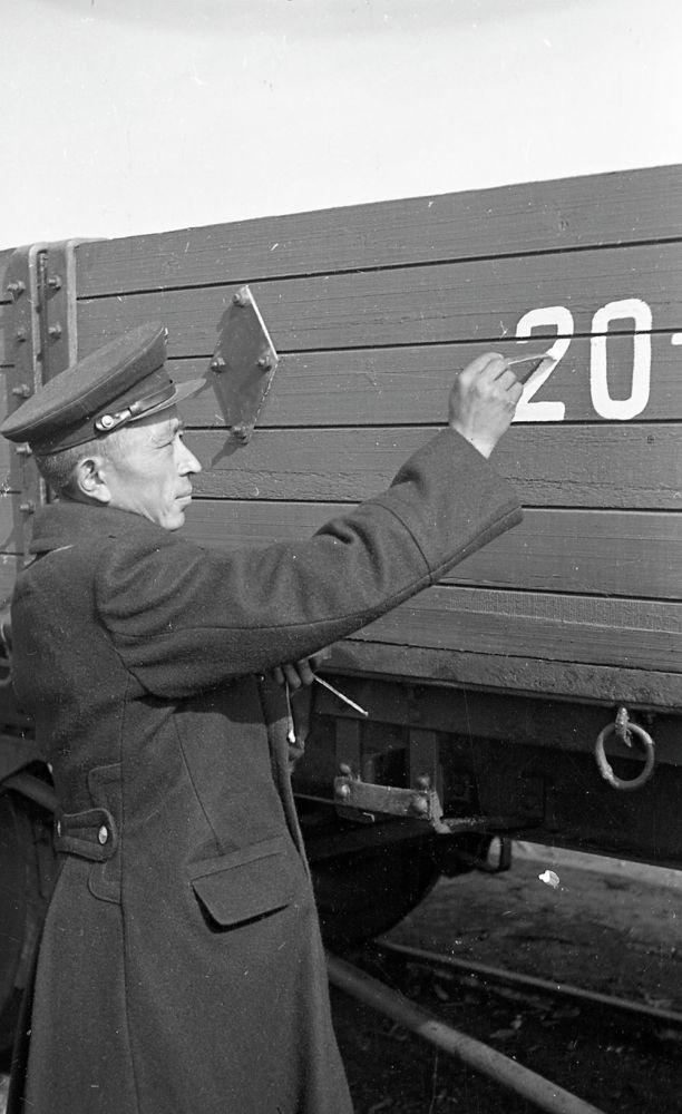 Пишпек вагон депосунун маляр-трафаретчиси. 1954-жыл