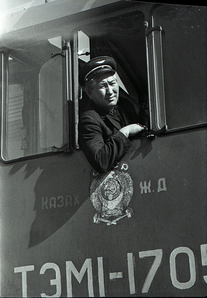 Фрунзе локомотивдик депосунун машинисти Садык Молдокматов. 1972-жыл