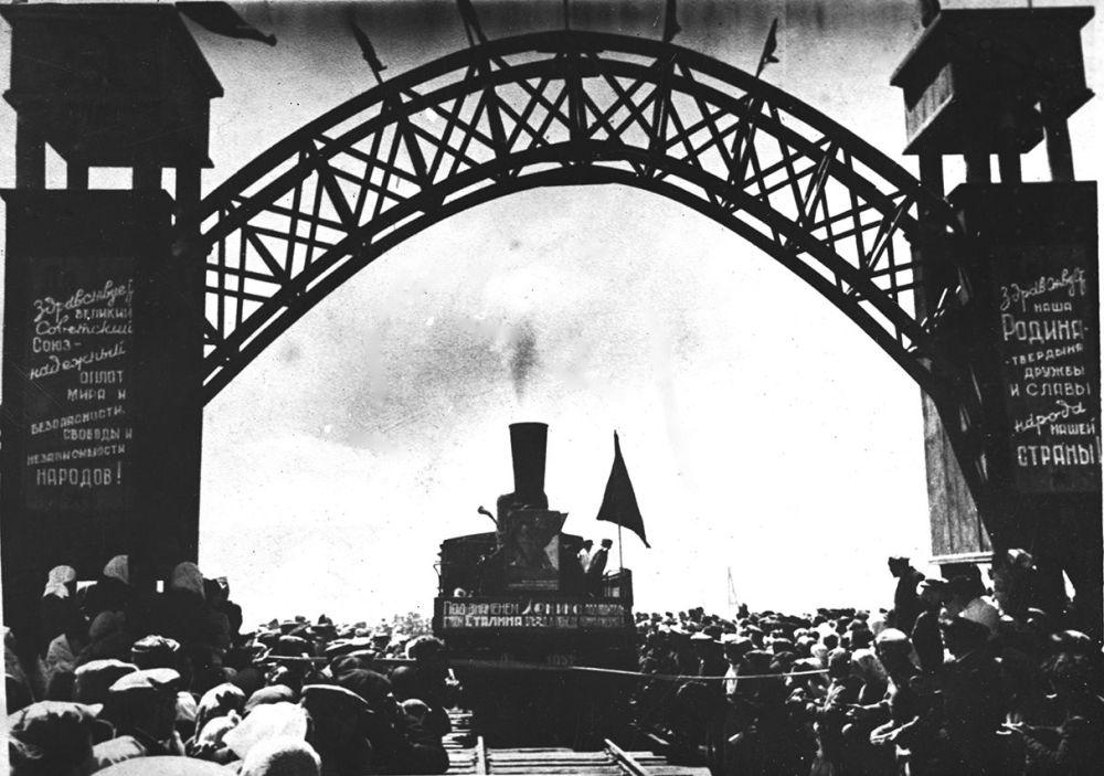 Токмок станциясынан Балыкчыга бет алган биринчи поезд. 1948-жыл