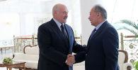 Фотографии с сайта президента Беларуси о встрече Александра Лукашенко с беглым президентом Курманбеком Бакиевым.