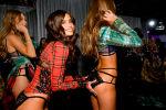 Модели за кулисами шоу Victoria's Secret. Архивное фото