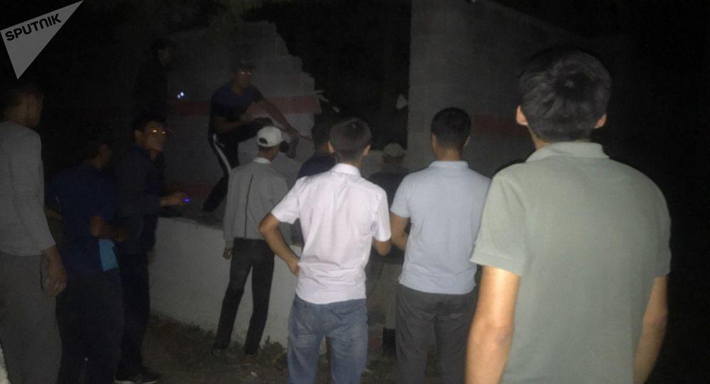 Штурм дома Алмазбека Атамбаева в селе Кой-Таш