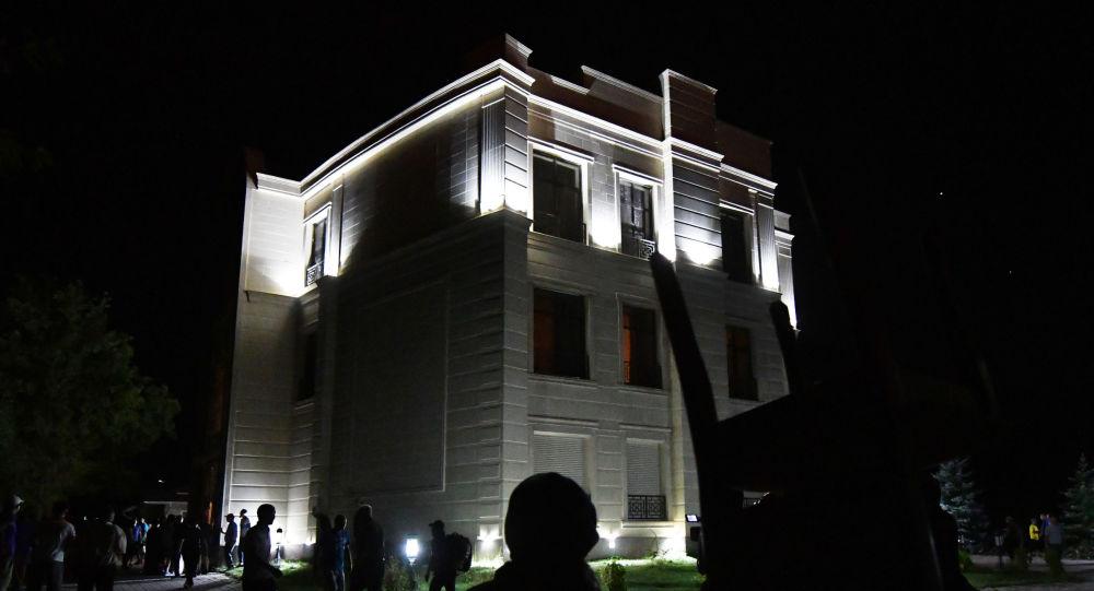 Кой-Таш айылындагы Атамбаевдин үйү. Архивдик сүрөт
