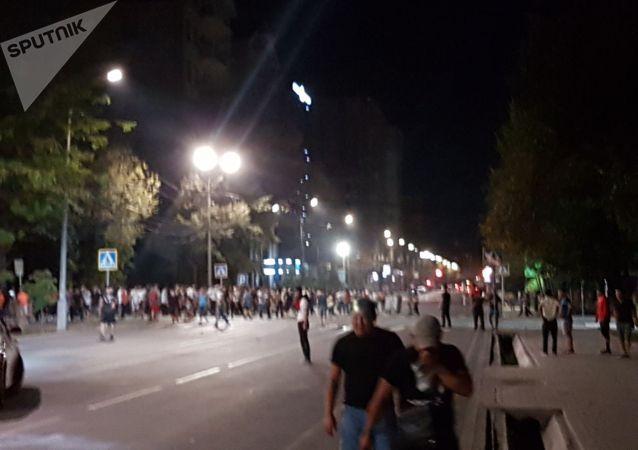 Около 200 митингующих собрались на Токтогула/Раззавкова