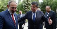 Президент КР Сооронбай Жээнбеков встретился с премьер-министром Армении Николом Пашиняном, прибывшим в  Чолпон-Ату для участия в заседании Евразийского межправительственного совета