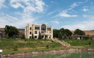 Последствия штурма дома Алмазбека Атамбаева в селе Кой-Таш. Архивное фото