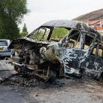 Укук коргоо органдарынын өкүлдөрү менен Атамбаевдин тарапташтары кагылышып, ок атылган. Андан сырткары, микроавтобустар да күйгөн.