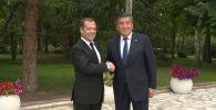 В Чолпон-Ате (Иссык-Кульская область) состоялась встреча президента КР Сооронбая Жээнбекова с председателем правительства РФ Дмитрием Медведевым.