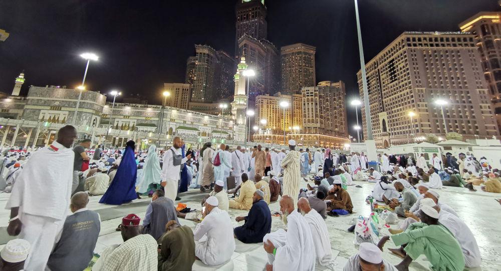 Мусульмане молятся в Большой мечети во время ежегодного паломничества хаджа в их священном городе Мекка. Архивное фото