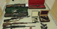 Изъятые различные виды огнестрельного оружия и боеприпасы в доме Атамбаева в селе Кой-Таш Аламединского района. Архивное фото