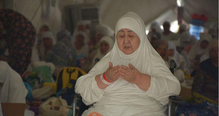 Кыргызстанцы выполнили стояние на горе Арафат, которая является кульминацией хаджа в Саудовской Аравии
