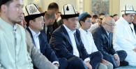 Президент Кыргызской Республики Сооронбай Жээнбеков в день празднования дня Курман айт посетил центральную мечеть в городе Бишкек по случаю священного праздника и принял участие в Айт намаз. 11 августа 2019 года