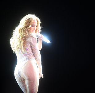 Певица Дженнифер Лопес выступает на концерте в Москве