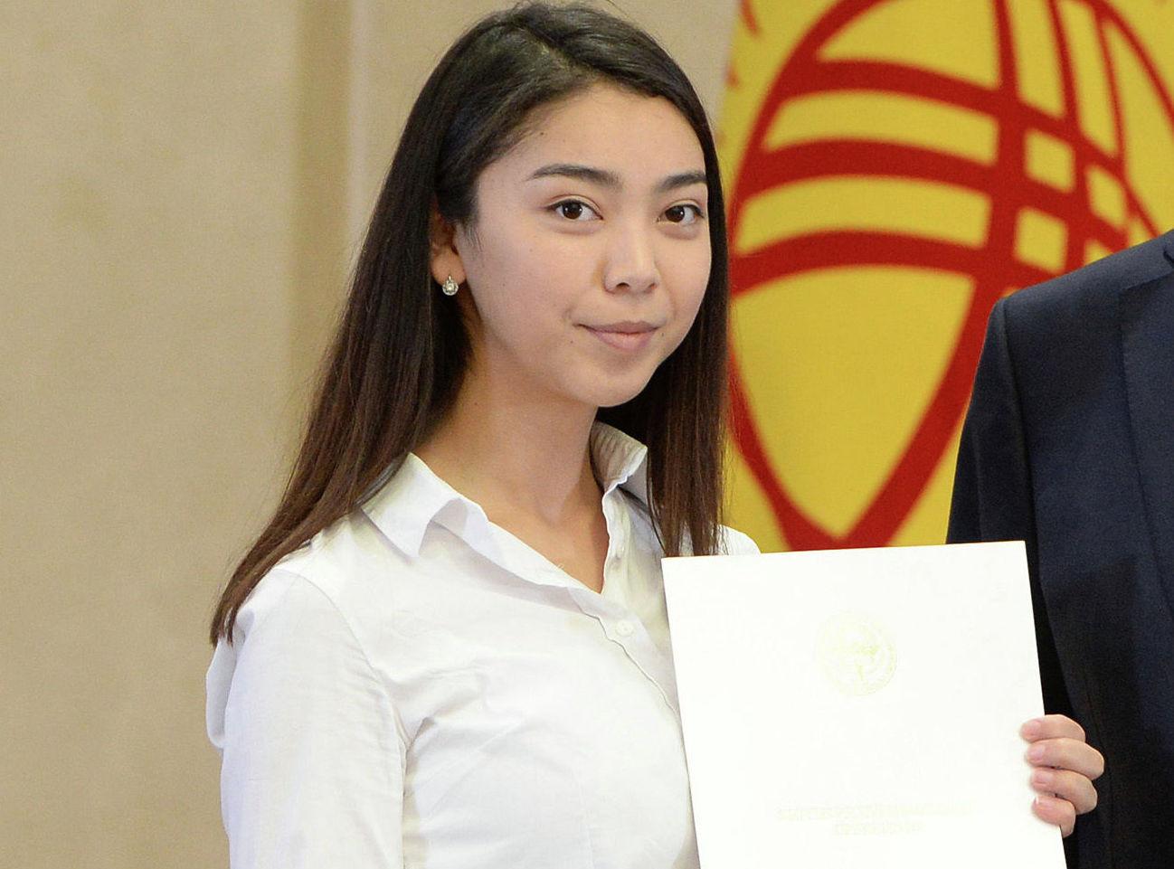Выпускница женского лицея Себат Сезимай Эрали кызы