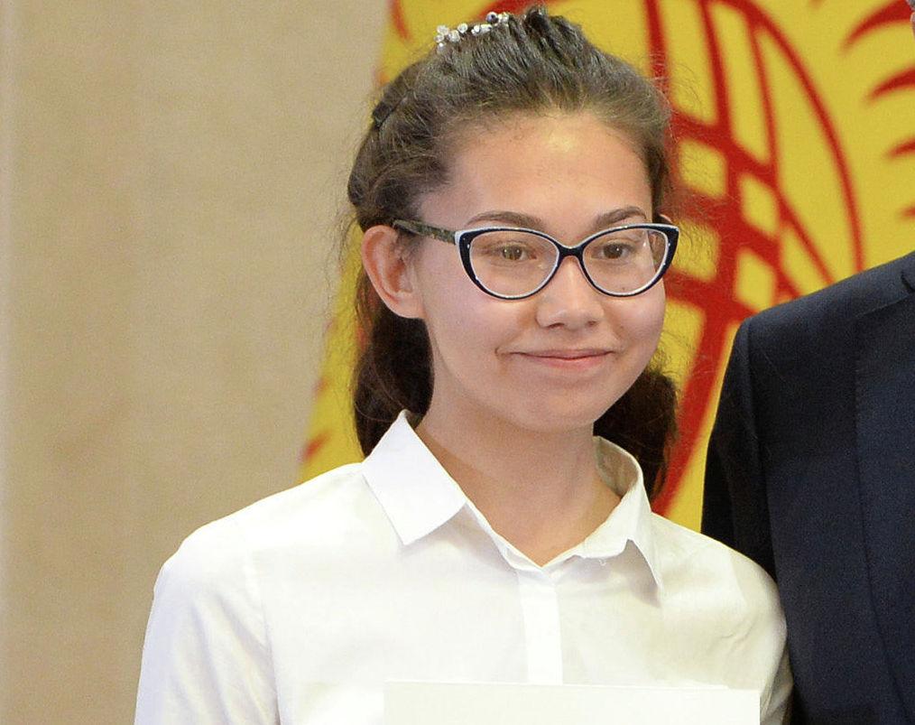 Выпускница столичного учебно-воспитательного комплекса школы-гимназии № 67 Алина Мухомедьярова