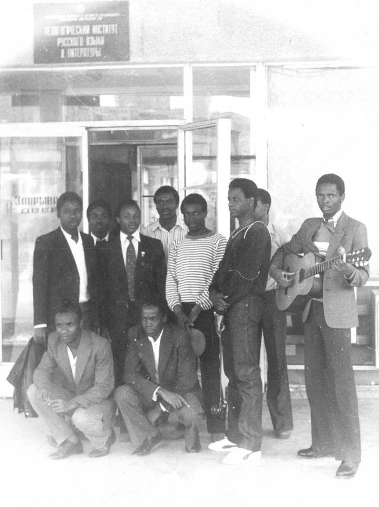 Африканские курсанты в педагогическом институте языка и литературы во Фрунзе. 1971