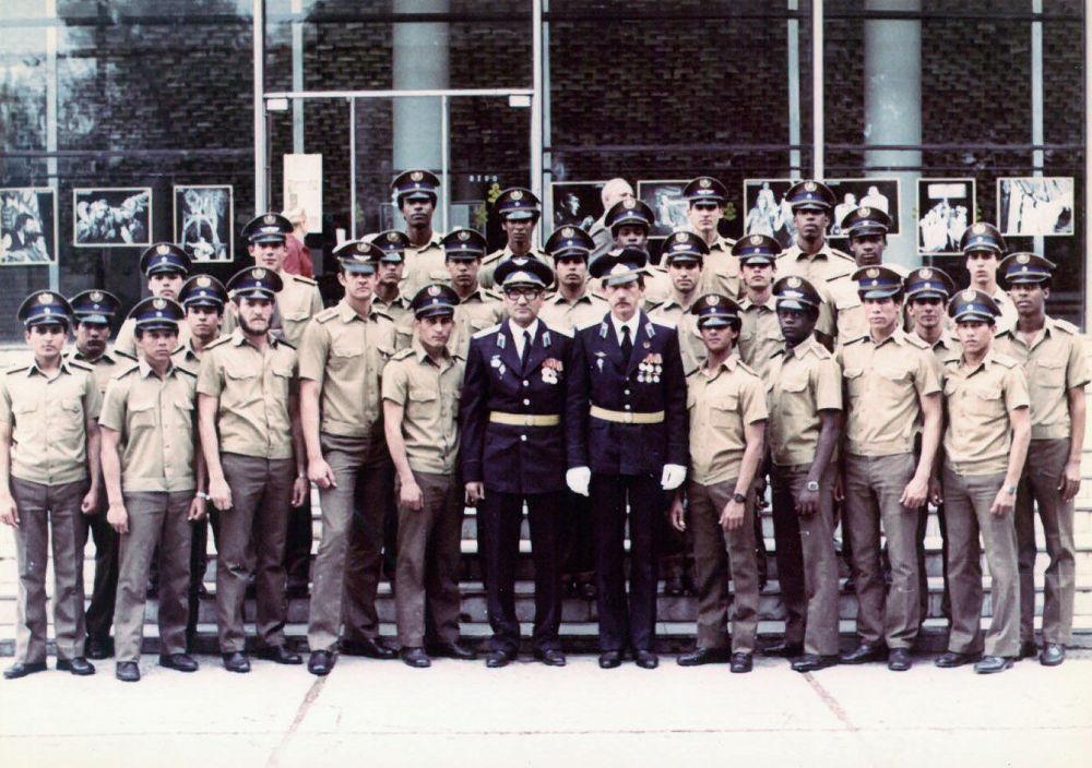Кубинские слушатели и курсанты в гарнизоне Фрунзе-1. 1985.Кубинцы были очень преданы идеям Фиделя Кастро и после выпускного вечера они улетали прямо в Анголу, чтобы помочь остановить наступление войск ЮАР на столицу Анголы — город Луанды.