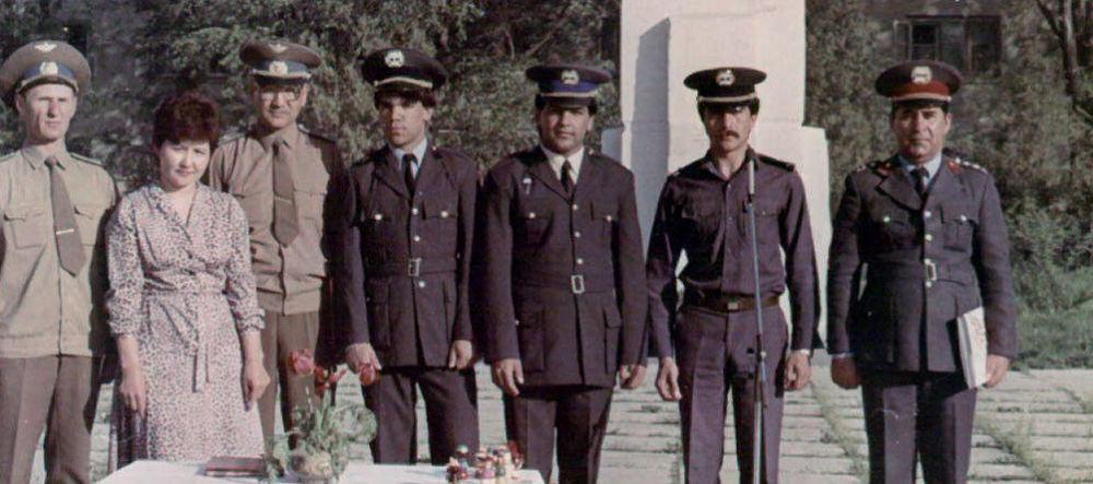 Афганские курсанты в гарнизоне Фрунзе-1.1986. Среди афганских курсантов были постоянные конфликты потому что они являлись членами двух противоборствующих партий Хальк и Парчам. В гарнизоне Фрунзе-1 учились два министра обороны Афганистана — один из организаторов Саурской революции генерал-полковник Абдул Кадир и генерал-полковник Мохаммад Назар. Также в этом гарнизоне учился генерал-майор Мохаммад Дауран Гулям Масум. Он известен в СССР благодаря участию космической программе.