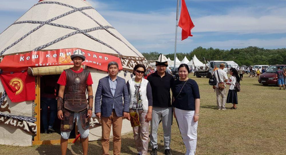 Австриядагы кыргыз диаспорасынын өкүлдөрү Венгриядагы эл аралык этнофестивалга катышты
