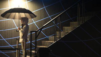 Девушка с зонтом. Архивное фото