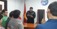 Заседание суда в Первомайском райсуде Бишкека по рассмотрению законности задержания бывшего президента Алмазбека Атамбаева