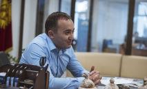 Генеральный директор КТРК Илим Карыпбеков во время интервью корреспонденту Sputnik Кыргызстан