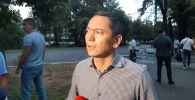 Экс-депутат ЖК Омурбек Бабанов отвечает на вопросы журналистов после допроса в ГКНБ