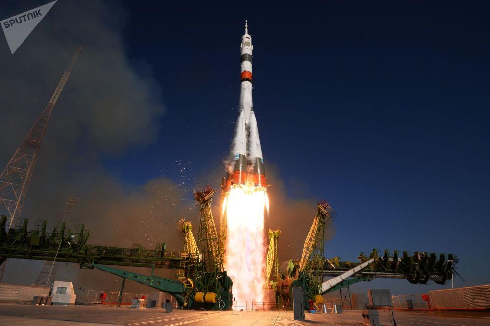 Запуск ракеты-носителя Союз-2.1а с пилотируемым кораблем Союз МС-14 с Байконура. На этом корабле впервые полетел в космос российский робот Федор.