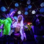 Посетители фестиваля современной музыки и технологий Alfa Future People в Нижегородской области России