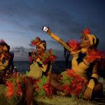 Танцовщицы перед выступлением на Гаванском карнавале (Куба)