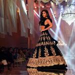 Болливудская актриса Катрина Каиф на показе Lakme Fashion Week в Мумбаи (Индия)