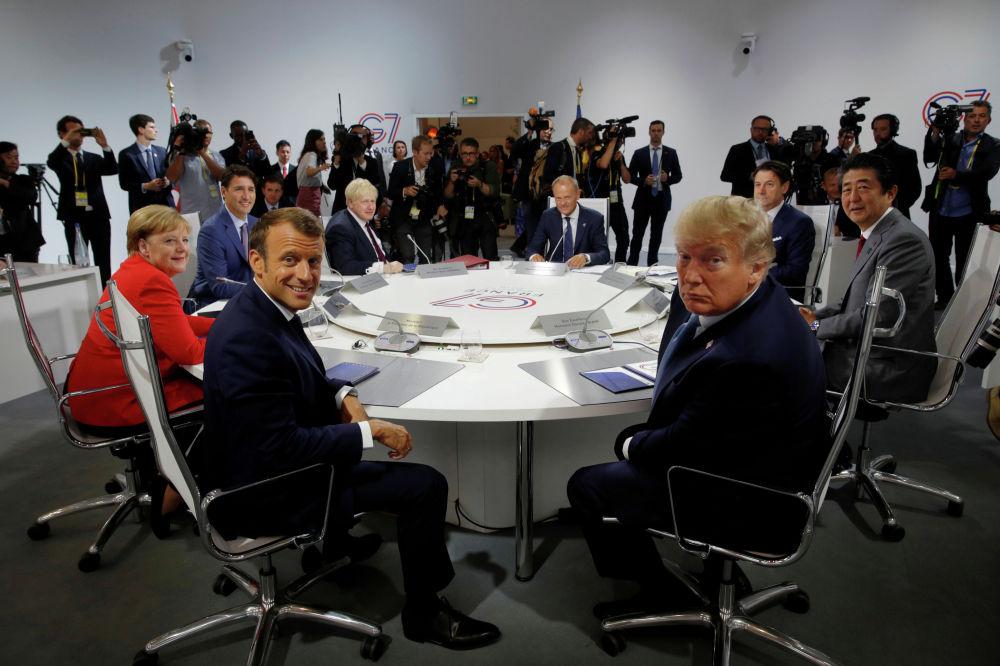 Лидеры стран G7 во время рабочей сессии Международная экономика и торговля и повестка дня международной безопасности в Биаррице (Франция)