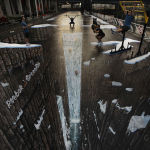 Лондондо узундугу 105 метрди түзгөн композиция тартылган. Бул көчөгө тартылган эң чоң 3D сүрөтү катары рекорддор китебине катталган.