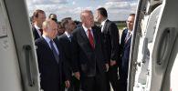 Президент РФ Владимир Путин и президент Турции Реджеп Тайип Эрдоган во время осмотра экспозиции Международного авиакосмического салона МАКС-2019.