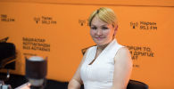 Пластический хирург Айнура Сарыбаева на радиостудии Sputnik Кыргызстан